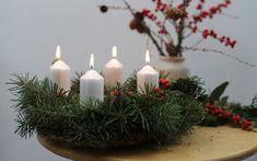 Přírodní adventní věnec: Jak na něj? - eMimino.cz Candles, Candy, Candle Sticks, Candle