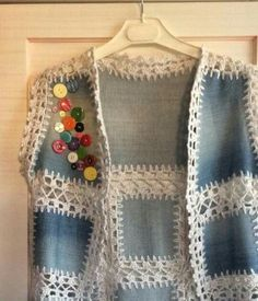 O colete da avó Carmita Crochet Yoke, Flower Tattoos, Jewelry Crafts, Free Pattern, Make It Yourself, Knitting, How To Make, House Ideas, Crochet Jacket