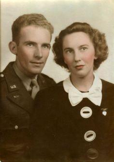 Love her bow tie collar. #vintage #couple #1940s #WW2