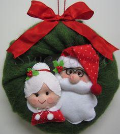 Feltro e Cia: ♥♥♥ É o Natal... Christmas Ornaments To Make, Christmas Sewing, Christmas Door, Christmas Goodies, Felt Ornaments, Christmas Projects, All Things Christmas, Holiday Crafts, Christmas Holidays