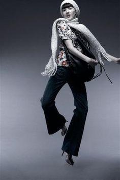 Hippie Jeans, 7 for all Mankind - Jeans-Trend, Jeans-Modemode, Denim, Jeans-Tipps 2007 - Eine sexy Zusatztasche auf Hüfthöhe, dezente Waschung, extra weit auslaufende Hosenbeine im Hippies-Style: 7 for all Mankind hat mit dieser topmodischen Jeans einen wahren Trendsetter für die kommende Saison geschaffen...