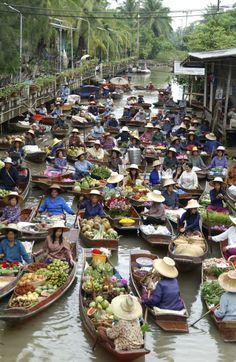 Tha Kha Floating Market.