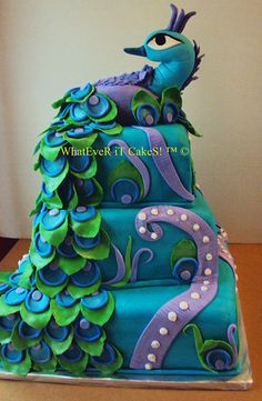 Awesome! I could totally do this.... To bad ill never have someone who will need a gigantic peacock cake???