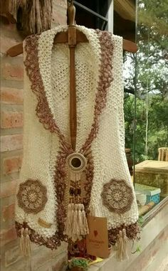 This post was discovered by Ti Pull Crochet, Crochet Jumper, Crochet Girls, Crochet Jacket, Crochet Poncho, Crochet Fashion, Loom Knitting, Crochet Designs, Knit Patterns