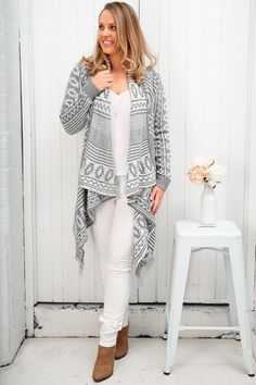 The Twin Falls Cardi is casual and chic, in a warm knit you which has some movement and a roomy fit. A knitted, comfortable yet stylish cardigan with a waterfall collars like is a winter wardrobe must have! Throw it over one of our simple shift dresses for a super modern & casual date night look.
