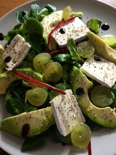 Brie and avocado salad with poppy seeds