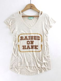 Raised on Hank Tee – The Rollin' J | Country music. Graphic tee. Hank Williams Jr. Summer style. Summer fashion. Judith March.