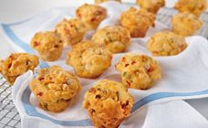 Muffins make a great lunch box snack or afternoon tea for kids. Try this easy mini muffin recipe that's filled with baked beans, bacon and cheese.