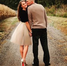 ideas for wedding guest outfit couple engagement session Fall Photo Outfits, Picture Outfits, Couple Outfits, Holiday Outfits, White Tulle Skirt, Tulle Skirts, Fall Engagement Outfits, Wedding Fotos, Tutu Rock