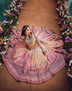 (C) Zalakpatel | (C) Taruntahiliani | (C) Priyamparikhpictures Indian Wedding Planning, Wedding Planning Websites, Sabyasachi Lehenga Bridal, Rimple And Harpreet Narula, Bride Pictures, Tarun Tahiliani, Temple Wedding, Stunning Photography, Wedding Poses