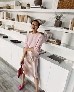 So much support from you guys on my last IG and on my latest video. I just want to thank you guys for allowing me to be so open and… Muebles Rack Tv, Home Living Room, Living Room Decor, Bookshelves In Living Room, Bookcases, Home Library Design, Looks Chic, Dining Room Design, Joan Smalls