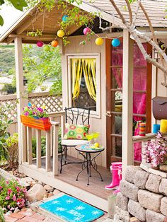 Cute little cottage -love the bright colors