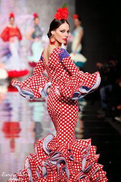 Pilar Rubio, SIMOF 2014 red and white polka dot Spanish Dancer, Spanish Woman, Dot Dress, Peplum Dress, Glamour Movie, Mexican Costume, Spanish Costume, Costume Ethnique, Latin Dance Dresses