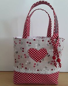 handmade handbags and purses Patchwork Patterns, Bag Patterns To Sew, Patchwork Bags, Quilted Bag, Tote Pattern, Doll Patterns, Handmade Handbags, Handmade Bags, Handmade Dolls