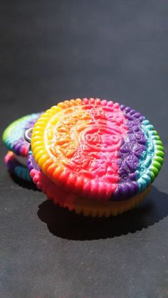ImageFind images and videos about food, rainbow and oreo on We Heart It - the app to get lost in what you love. Rainbow Desserts, Rainbow Food, Fun Desserts, Dessert Recipes, Rainbow Treats, Cute Food, Yummy Food, Comida Disney, Kreative Desserts