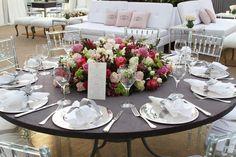 cor das flores e cadeiras em acrílico que não sejam Gost