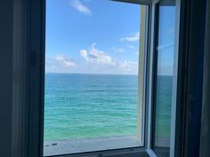 Hotel Kyriad Saint Malo Plage - chambre double confort vue sur mer - superior double room with sea views .