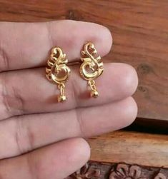 Gold Earrings For Kids, Gold Earrings Designs, Gold Jewellery Design, Gold Jewelry, Antique Necklace, Gold Necklace, Beautiful Mehndi Design, Chain Jewelry, Mehndi Designs