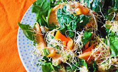 California Spinach Salad - With 8 simple ingredients and less than 10 minutes of prep time, this spinach-based salad brings a little California sunshine to any dinner table.