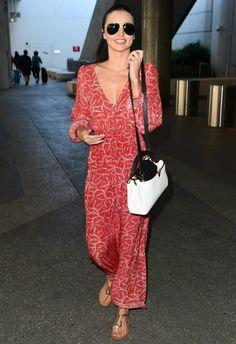 5/15 #ミランダ・カー #ボヘミアンワンピース #フラットサンダル #空港ファッション |海外セレブ最新画像・私服ファッション・着用ブランドまとめてチェック DailyCelebrityDiary*