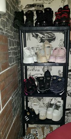 I waaaaaant *o* Punk Shoes, Shoes Heels Boots, Buffalo Boots, Bratz, Aesthetic Shoes, Fresh Shoes, Only Shoes, Alternative Outfits, Platform Shoes