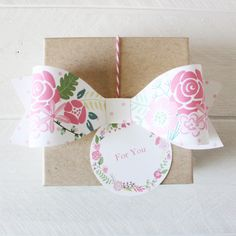 Free Printable Floral Polka Dot Bow from @chicfettiwed