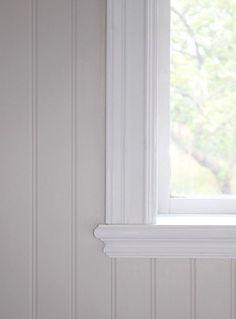 Stylish finish on the windowsill, pearl bead. Jag kanske vill ha bredare spontb…, Stylish finish on the windowsill, pearl bead. Beddinge, Shabby Chic Bedroom Furniture, Modern Furniture, Furniture Design, Wooden Panelling, Swedish House, Moldings And Trim, Scandinavian Home, Stores