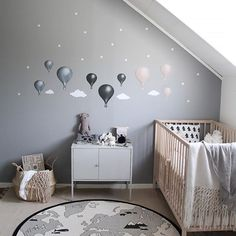 The balloons in dark blue, nearly black & dusty pink look pretty on the new dark grey (grey haze) wall painted with ? Baby Boy Room Decor, Baby Room Design, Baby Bedroom, Baby Boy Rooms, Bedroom Wall, Murs Roses, E Room, Room Boys, Room Wall Painting