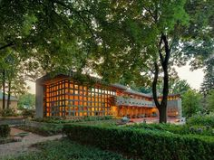 Tour highlights genius of Frank Lloyd Wright's work in Detroit area