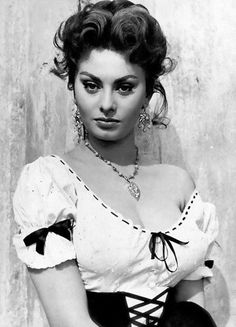 Joseph of Hollywood jewellery for movie stars - Sofia Loren - Kaleidoscope effect Vintage Hollywood, Hollywood Glamour, Classic Hollywood, Italian Beauty, Italian Women, Italian Style, Divas, Sophia Loren Images, Italian Actress