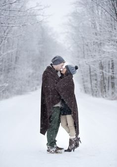 15 Reasons Why Winter Engagement Photos Are The Best | Weddingbellshttp://www.weddingbells.ca/planning/photo-video/15-reasons-why-winter-engagement-photos-are-the-best/slide/winterengagementphoto-snow2/