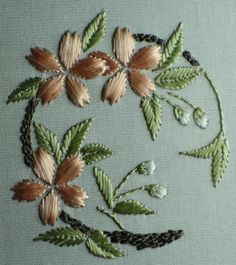Getting to Know Brazilian Embroidery - Embroidery Patterns Hand Embroidery Flowers, Sashiko Embroidery, Hand Embroidery Tutorial, Learn Embroidery, Japanese Embroidery, Hand Embroidery Stitches, Hand Embroidery Designs, Ribbon Embroidery, Beaded Embroidery