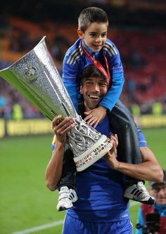"""Ferreira was once described by José Mourinho as """"a player who will never be man of the match but will always score 7/10 for his individual display."""" Thanks for everything. You are absolutely a Chelsea legend."""