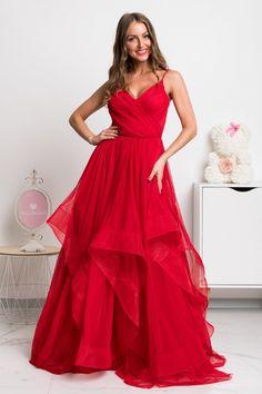 Sen každej malej dámy je stať sa princeznou a v týchto šatách si môžeš plniť svoj detský sen po celú noc. Krásne spoločenské šaty majú nadýchanú tylovú sukňu, na ktorej je vrchná vrstva asymetrická. Formal Dresses, Ariana Grande, Style, Fashion, Dresses For Formal, Swag, Moda, Formal Gowns, Fashion Styles