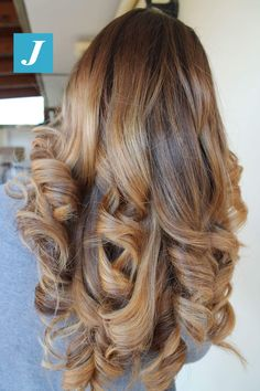 Le sfumature miele e sabbia firmate Degradé Joelle. #cdj #degradejoelle #tagliopuntearia #degradé #igers #musthave #hair #hairstyle #haircolour #longhair #ootd #hairfashion #madeinitaly #wellastudionyc
