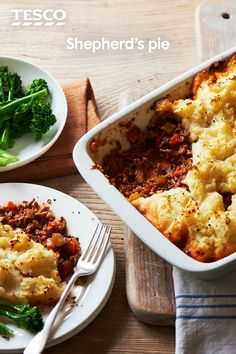 Gather the family around for a hearty meal and serve up this classic shepherd's pie. Our traditional recipe has a rich, meaty lamb filling and fluffy mashed potato topping - just serve with your favourite veg on the side. | Tesco