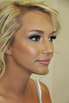 "the ""Angel look"": light colors on the lids with smoked out corners and a hint of soft pink to the lips."