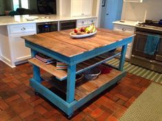 This time we are with this furniture piece of DIY pallet kitchen island table that is mostly required in almost every kitchen for quick food preparation. Pallet Furniture Kitchen Island, Rustic Kitchen Island, Wood Pallet Furniture, Furniture Projects, Pallet Island, Pallet Projects, Kitchen Islands, Furniture Buyers, Pallet Ideas