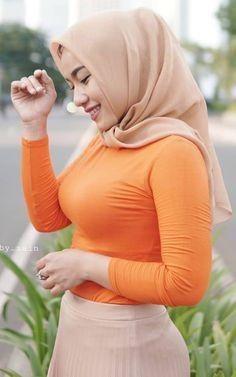 Arab Girls Hijab, Girl Hijab, Muslim Girls, Beautiful Muslim Women, Beautiful Hijab, Beautiful Smile, Arabian Beauty Women, Muslim Women Fashion, Muslim Beauty