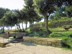 Retaining walls and terrace. A charming holiday rental in the luberon (Provence - south France)