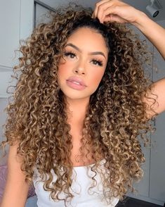 Mixed Curly Hair, Ombre Curly Hair, Colored Curly Hair, Curly Hair Cuts, Curly Hair Styles, Hairstyle For Curly Hair, 3b Curly Hair, 3b Hair, Blonde Highlights Curly Hair