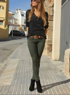 RORESS Schrankideen Mode-Outfit Stil Bekleidung Black Top und Khaki Pants via Source Source by varabob ideas for women casual belts Look Fashion, Winter Fashion, Womens Fashion, Fashion Clothes, Fashion Black, Latest Fashion, Street Fashion, Fashion Trends, Classy Edgy Fashion