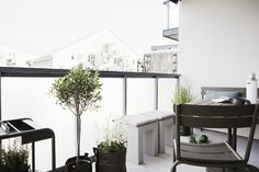 I want to continue and show you this time Scandinavian Balcony Design Ideas. The Nordic style is an amazing one, with minimalism integrated in everything. Backyard Design, Terrace Design, Interior Architecture Design, Outside Room, House Styles, Home Deco, Scandinavian Decor, Interior Balcony, Balcony Design