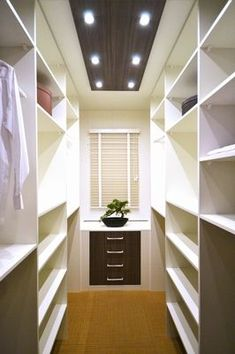 Walk In Closet Ideas - Trying to find some fresh ideas to renovate your closet? Visit our gallery of leading deluxe walk in closet design ideas as well as photos.