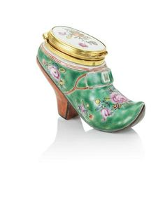A rare gilt-bronze and famille-rose turquoise-ground porcelain 'lady's-shoe' snuff box and cover, Qianlong, circa 1750-1770