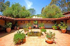 Spanish style homes – Mediterranean Home Decor Hacienda Style Homes, Mediterranean Style Homes, Spanish Style Homes, Spanish House, Spanish Colonial, Spanish Courtyard, Mexican Hacienda, Casa Patio, Courtyard House Plans