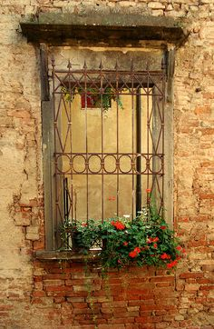 Tuscan style – Mediterranean Home Decor Rustic Windows And Doors, Old Windows, Old Doors, Tuscan Design, Tuscan Style, World Decor, Tuscan House, Mediterranean Home Decor, Tuscan Decorating