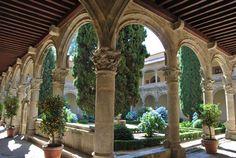 10 04 Rutas A renacim claustro yuste Religious Architecture, Top Place, Patio, Pergola, Outdoor Structures, Mansions, House Styles, Garden, Pictures