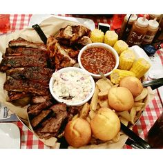Amazing very late night Dinner @famousdaves This All American Feast Platter is  #foodie #dinnertime #famous #bbq #restaurant #ribs #corn #family #saturday #night #funday #chicken #yummy #cornmuffins #bread #instafood #instagood #chef