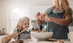 Best old-school kitchen hacks we learned from mom Cheese Rolling, Things I Want, Good Things, Spinach And Cheese, Lund, Macaroons, Kitchen Hacks, Tray Bakes, Finger Foods